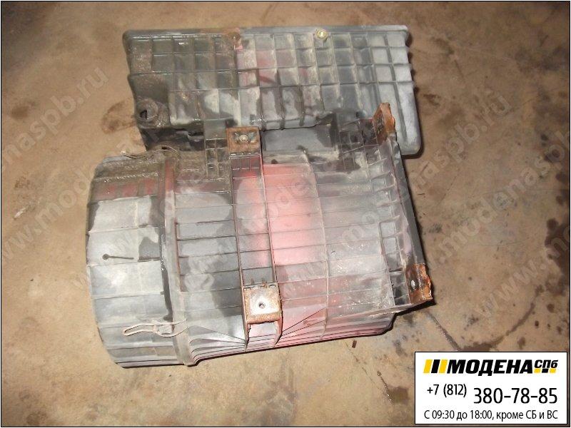 запчасти iveco Корпус воздушного фильтра (дефект крышки)  8137427